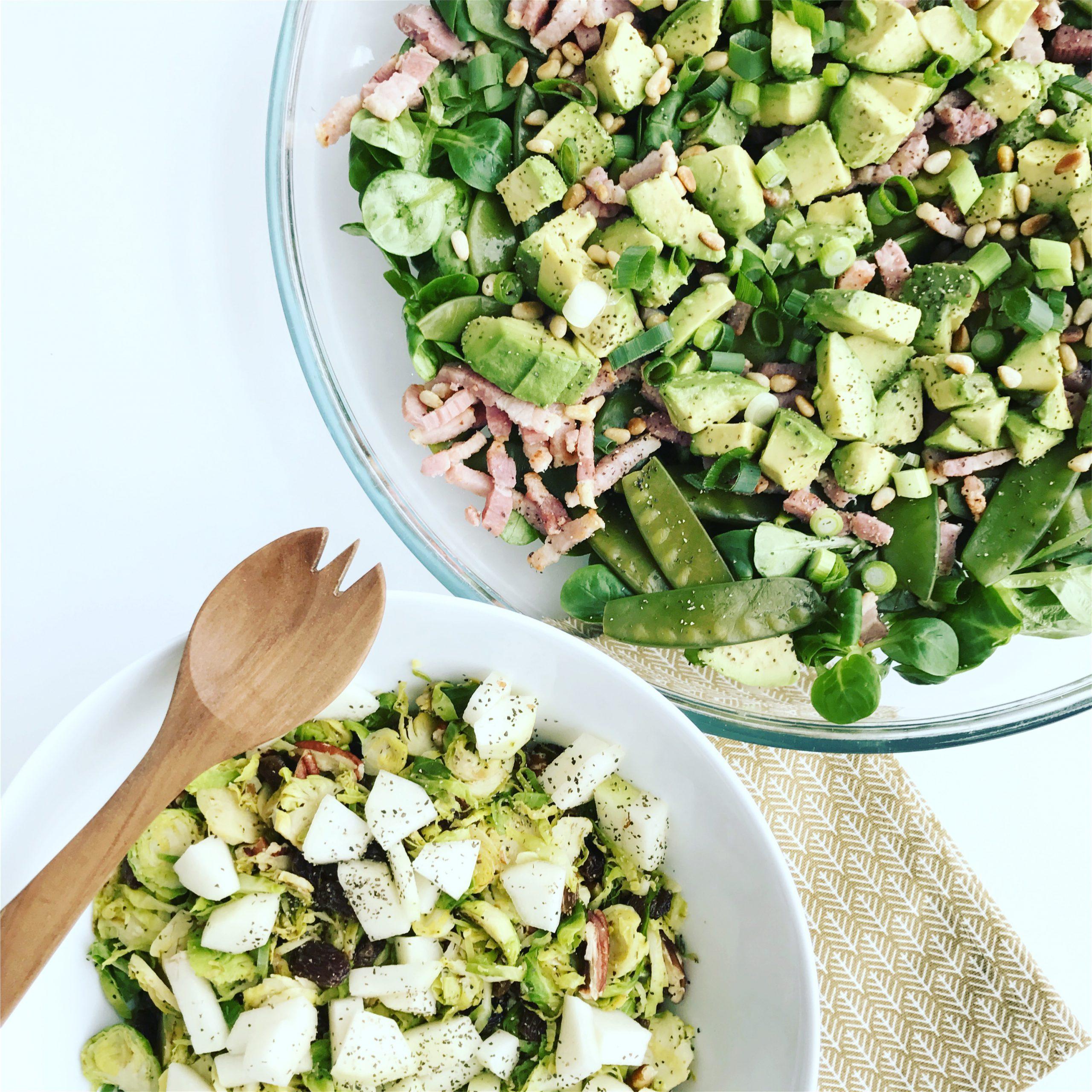 Salade met avocado, spek en boontjes