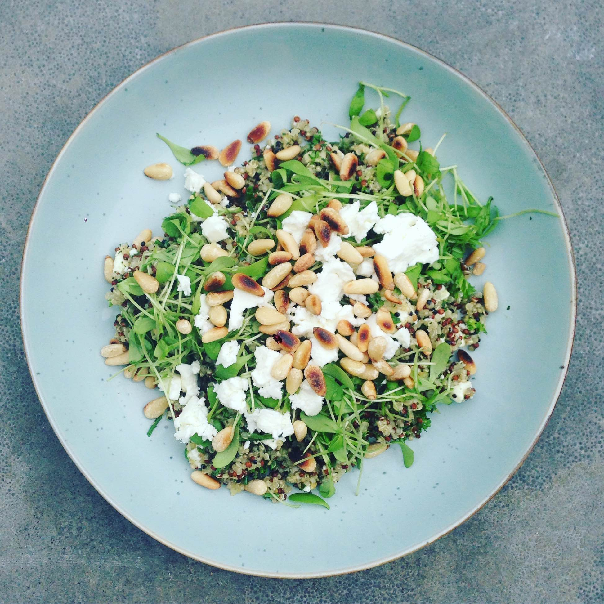 Quinoa salade met pesto en feta